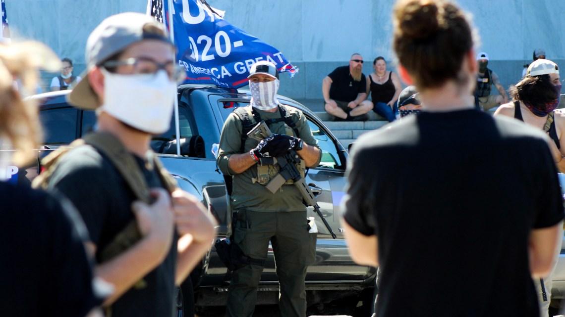 """EN """"HEKSENBROUWSEL"""" Homeland Security Assessment waarschuwt voor gewelddadige onrust die de verkiezingen van 2020 zou kunnen volgen"""