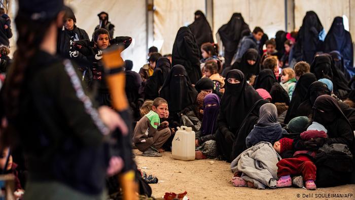 Duitsland haalt 'Islamitische Staat'-bruiden naar huis, kinderen uit Syrische kampen