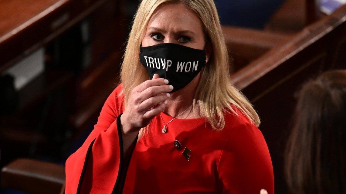 Ding-Dong, de wapenliefhebbende heks, is uit haar congrescomités verwijderd!