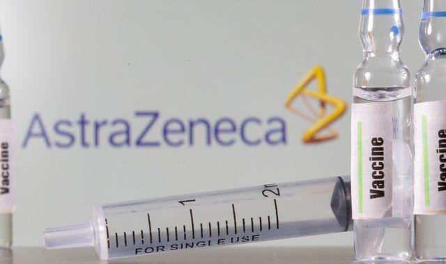 """AstraZeneca Covid-19-vaccin opgeschort in heel Europa. """"Mogelijke auto-immuunreacties, bloedstolling, beroerte en inwendige bloedingen"""""""