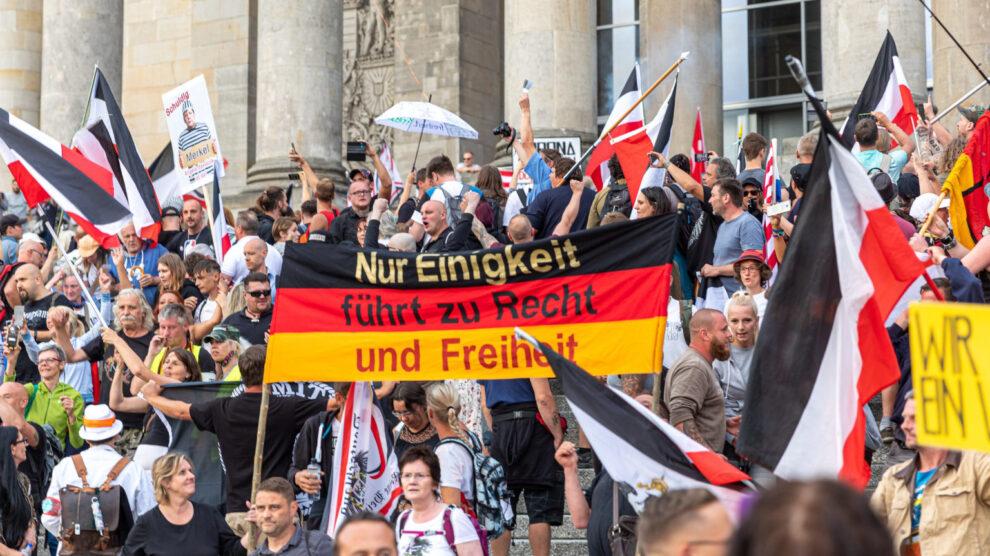 Risicoanalyse anticipeert op enorme onrust – Allianz verkoopt al burgeroorlogverzekeringen