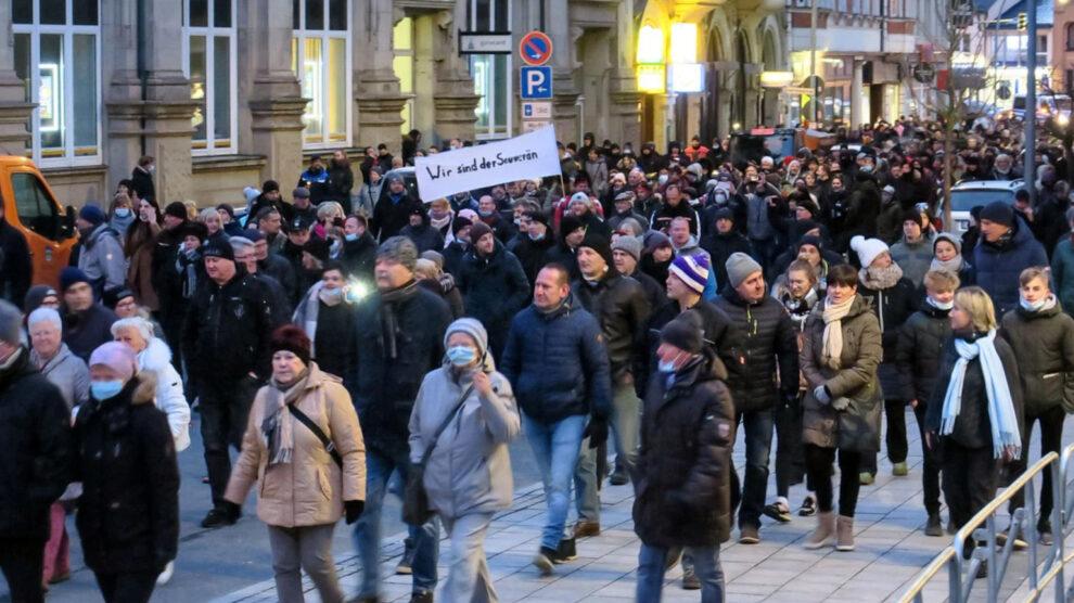 Vrijheidskoorts in het Ertsgebergte (Duitsland): de mensen staan op – de geest van 1989 waait door de straten