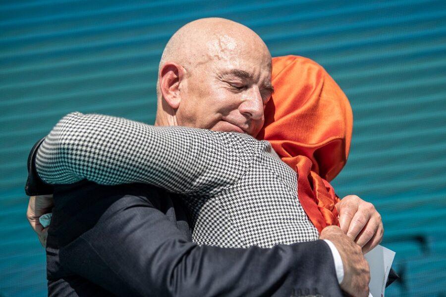 Amazon promoot hoofddoek: Hoofddoek als schaamlap