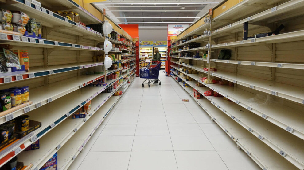 Corona-beperkingen: nu worden ook voedsel en grondstoffen schaars