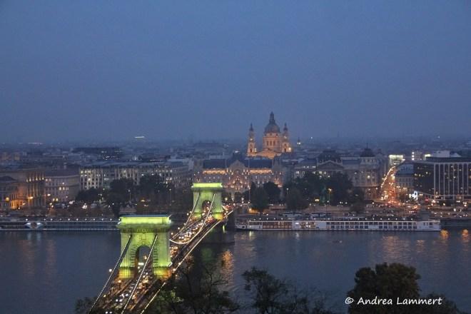 Budapest, Parlament, Blaue Stunde, Geheimtipps für Budapest, Panorama Budapest Burgberg, Kettenbrücke