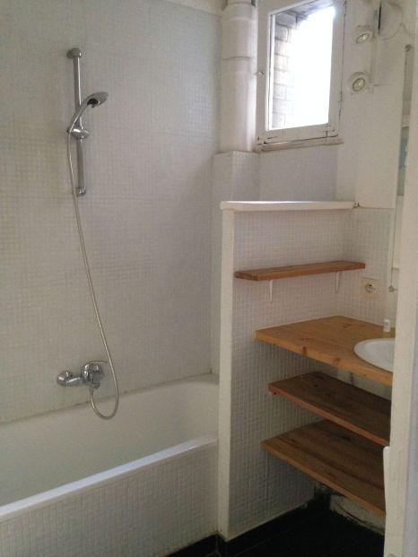 photo-d-une-salle-de-bains-avant-travaux-baignoire_5842521