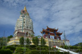The next morning, we drove to Kek Lok Si, the Temple of Supreme Bliss. It was the largest Buddhist Temple in Southeast Asia.