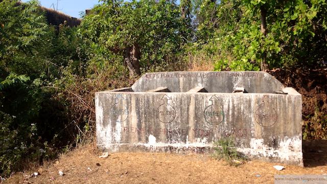 Jätteiden lajittelupiste Capo De Raman ulkopuolella