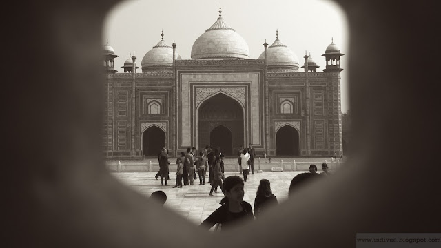 Näkymä Taj Mahalin sisältä ulos