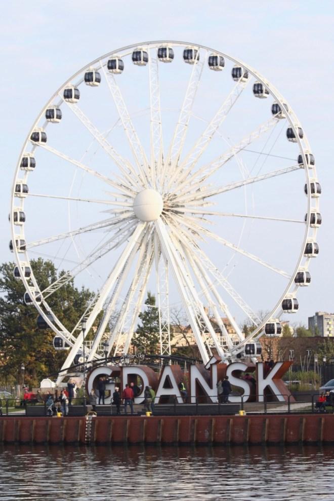 Amber Sky maailmanpyörä Gdanskissa Puolassa