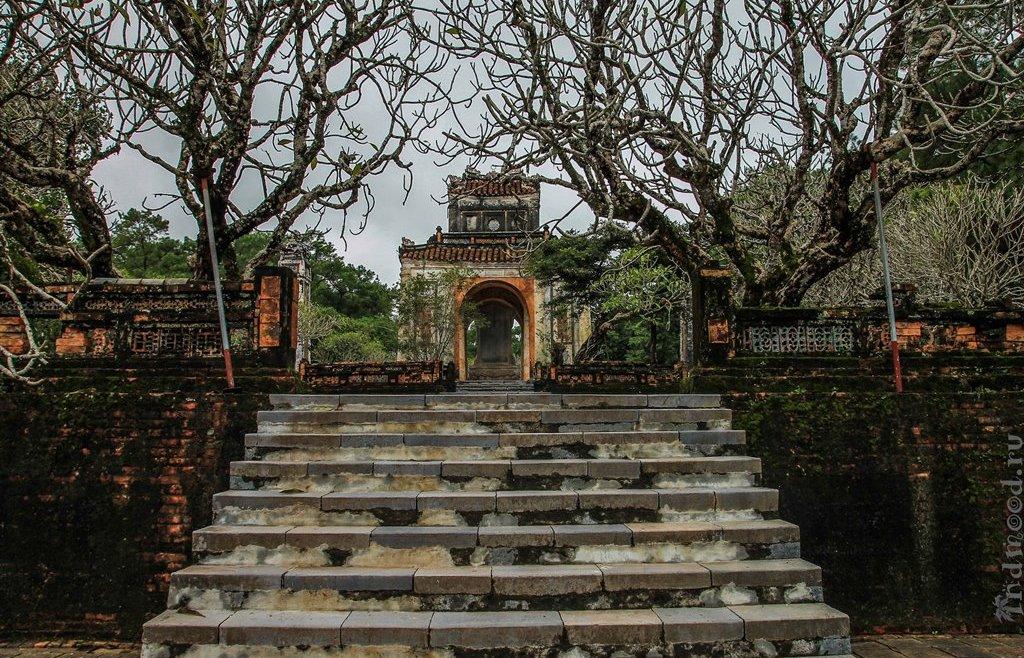 Хюэ. Вьетнам. Гробница императора Ты Дык.