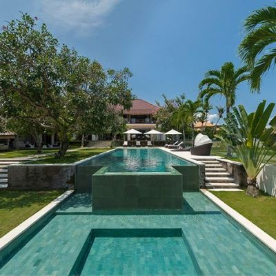 Deluxe eight-bedroom holiday home in Canggu for sale!