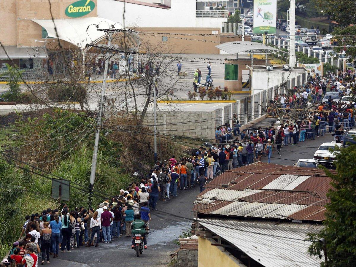 Experimentul socialist din Venezuela distruge o naţiune