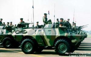 V-150 versi intai TNI AD dilengkapi senapa mesin berat 12,7mm dan senapan mesin 7,6mm dibagian belakang
