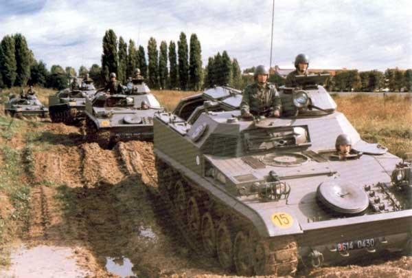 konvoi offroad AMX-13 VCI Prancis, kini Prancis sudah menggantinya dengan AMX-10
