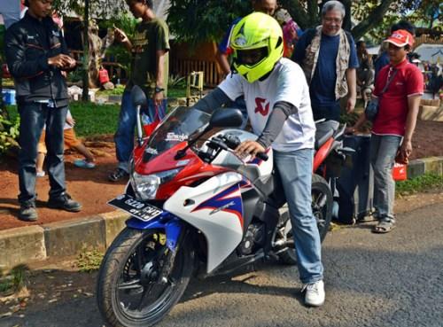 Harga Honda CBR 150R Repsol