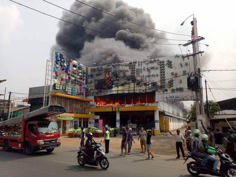 toko perabot bantar gebang kebakaran