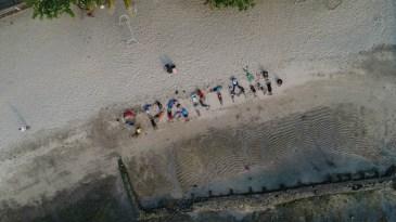 Member Gravinci Spartan Bikin Formasi Unik Di Pantai