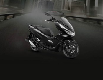 Honda PCX Warna Brilliant Black