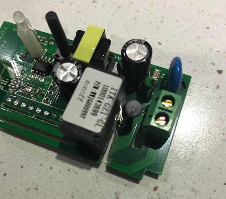"""Realizzare un """"contatto pulito"""" modificando un Sonoff Basic (R1)"""