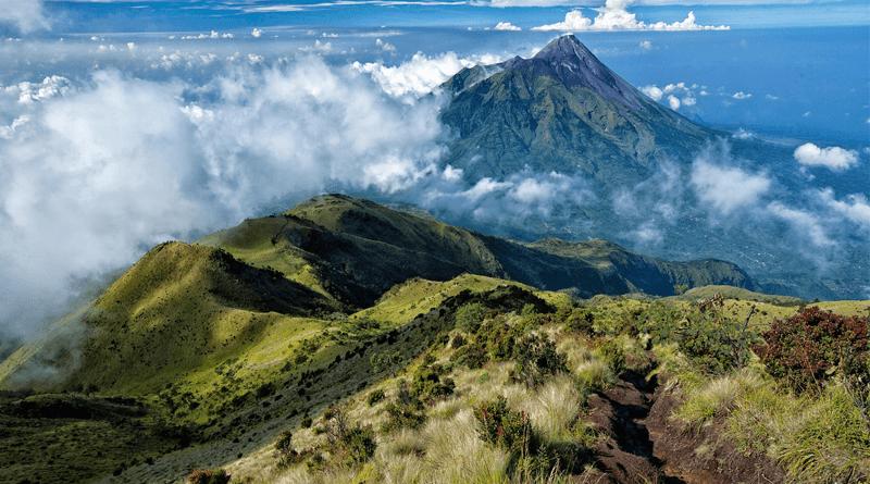 インドネシアで最も活動的な活火山「ムラピ山」