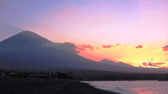 Bali 6 luoghi da vedere: Bali Amed e vulcano al tramonto