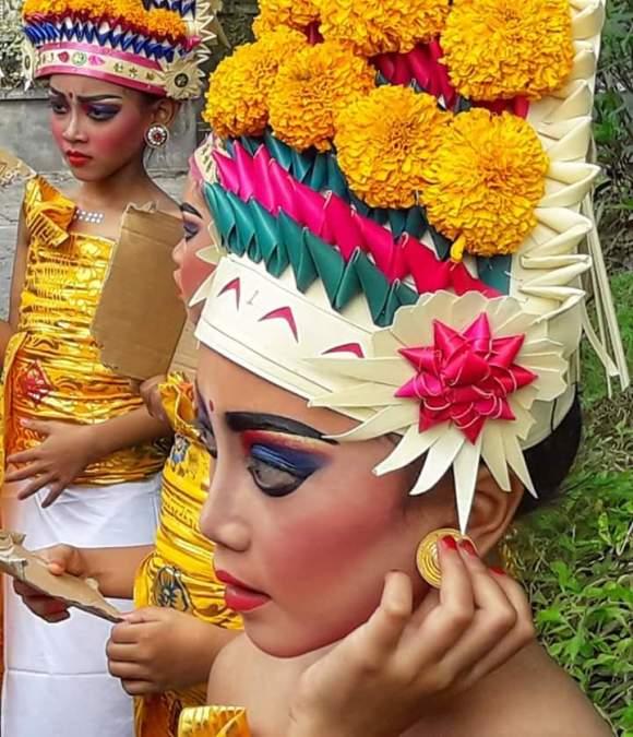 Bali 6 luoghi da vedere: Bali ragazza pronta per la cerimonia