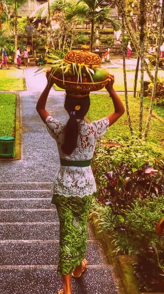 Indonesia viaggi e comportamento Abbigliamento al tempio