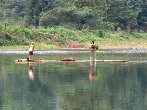 donne a pesca di alghe