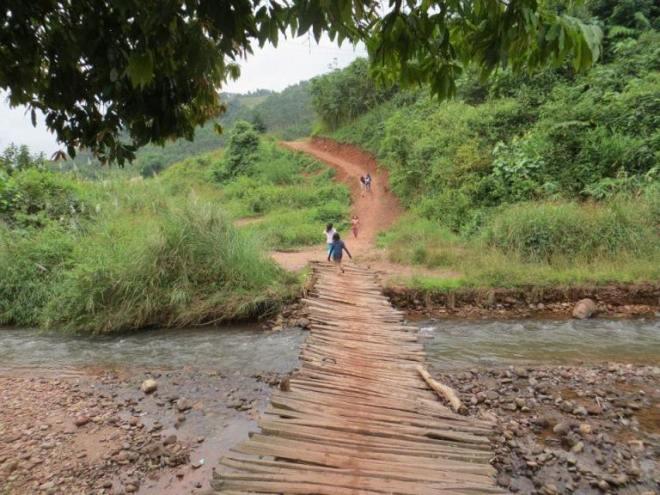 Laos ponte sul fiume