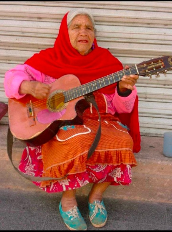 guanajuato donna e chitarra