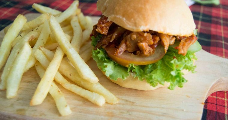 Sweet and Spicy Shredded Chicken Burger