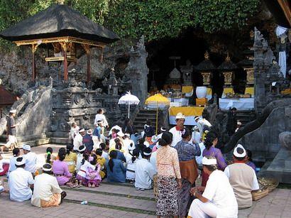 Bali pura goa lawah temple