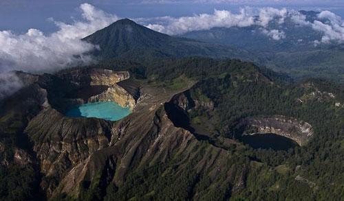Kelimutu Vulkaan met drie gekleurde kratermeren - Flores, Indonesië