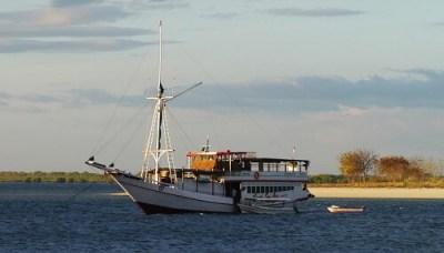 Eén van de boten die wordt gebruikt voor de Komodo tour