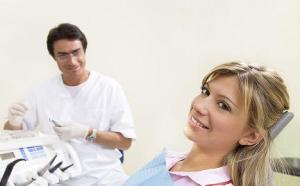 Penyebab Perubahan Warna Gigi