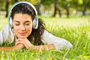 Manfaat Kesehatan dari Mendengarkan Musik