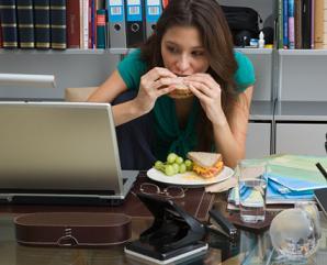 Memanfaatkan Waktu Jam Makan Siang