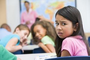 Mendisiplinkan Anak di Depan Umum