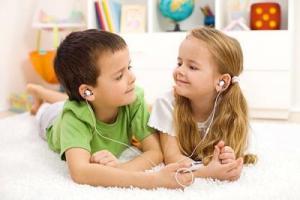 Mengajarkan Anak Untuk Berbagi