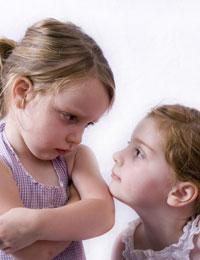 Menghindari Kecemburuan di Antara Anak Kembar