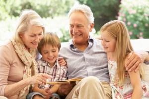 Menghabiskan Waktu Bersama Kakek Nenek