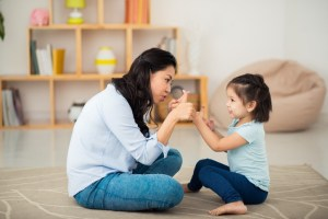 Mitos Tentang Mengasuh Anak