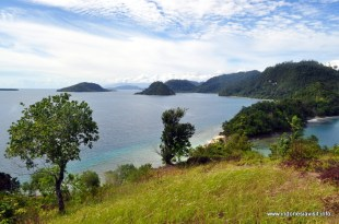 Daratan Sumatra dilihat dari bukit pantai pamutusan
