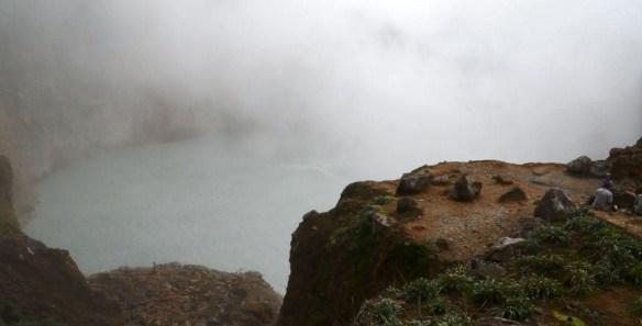 wrzace jezioro dominika