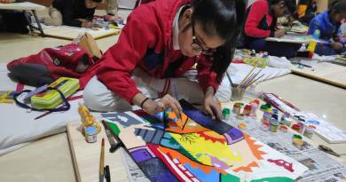 Student winners of energy conservation painting competition get cash, laptops & FDs
