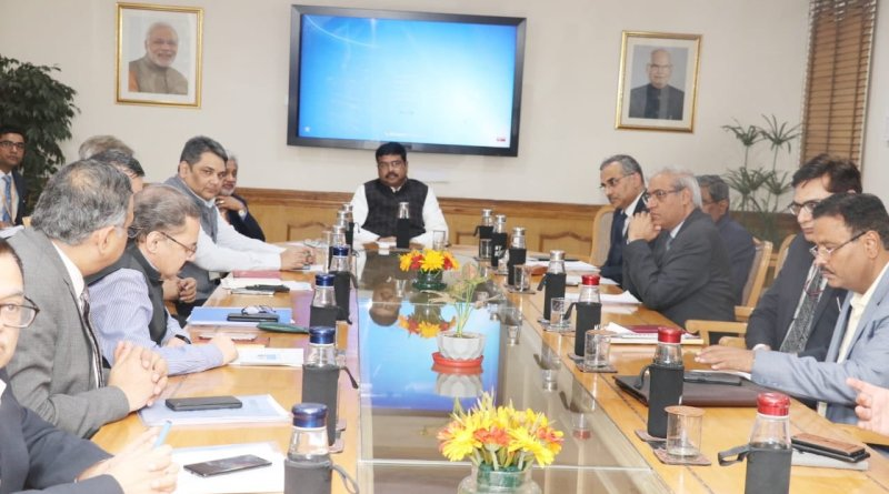 Petrol Minister Pradhan reviews BS-VI fuel plan from Apr 1, puts roll out on fast track