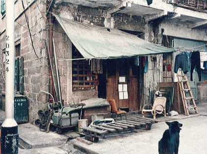 View of Ki Ling Lane, 1992, nos. 1 and 2 (left photo) and nos. 3 and 4 (right photo) (Source: Fung Chi Ming/ Photo taken by the author)