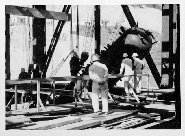 1969 16 Unit 3 boiler drum - lifting into position at top of boiler