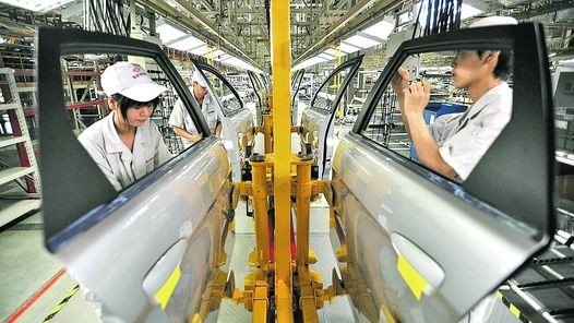 China suprimirá las restricciones a fabricantes extranjeros de automóviles